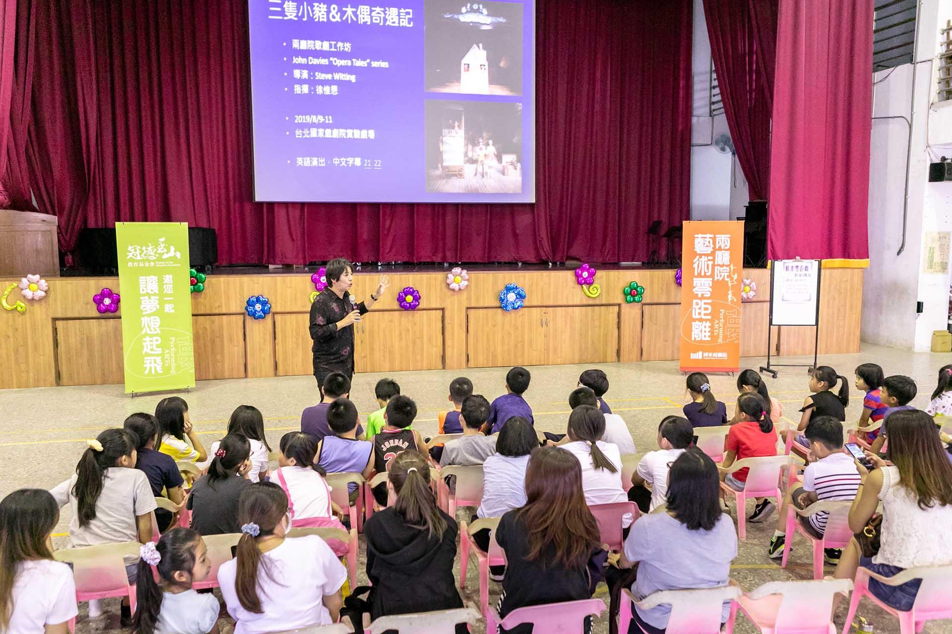 兩廳院「藝術零距離」著重深化教育,看表演前先到學校帶孩子們認識歌劇