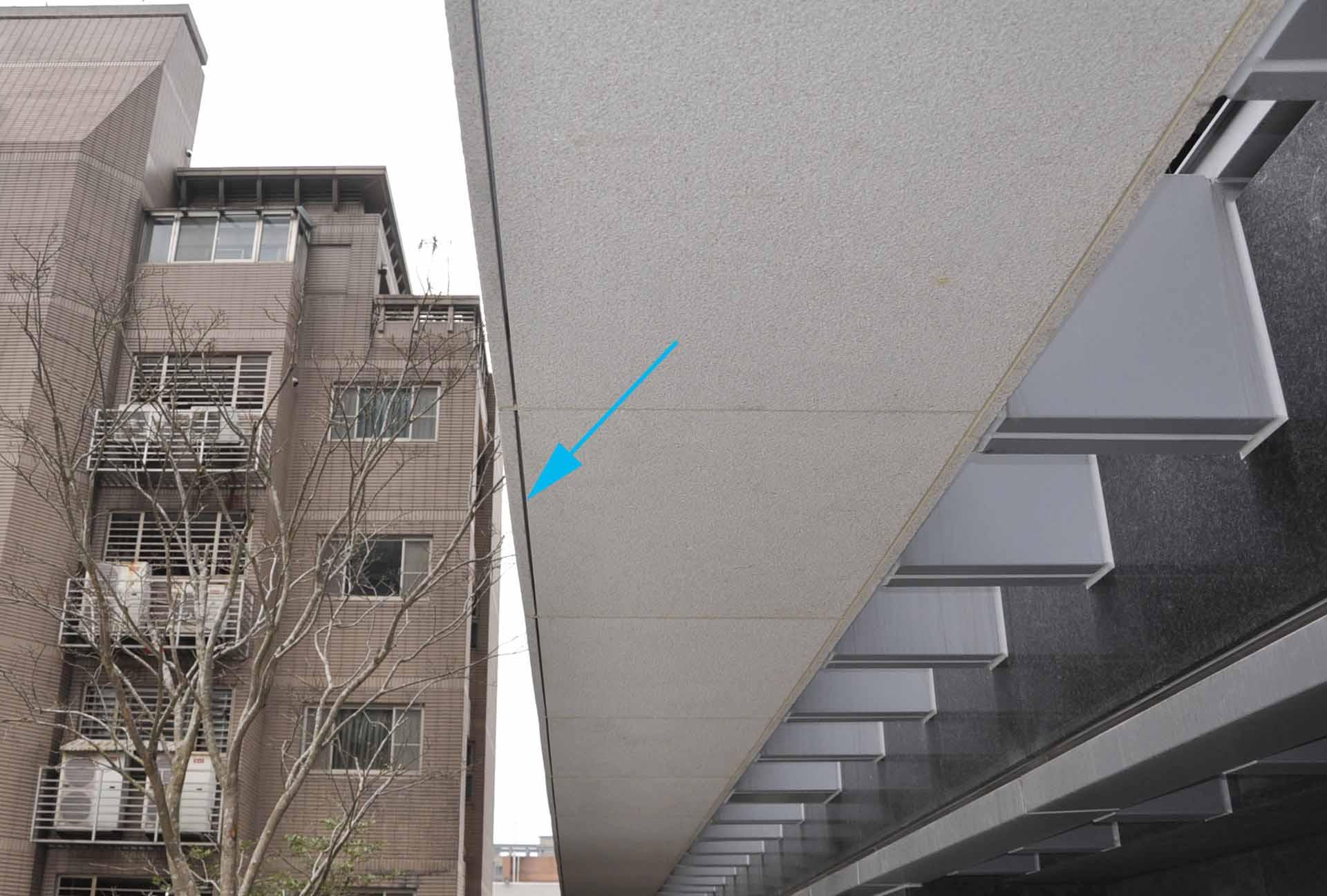 石材包樑底面滴水線規劃模式(箭頭處)。
