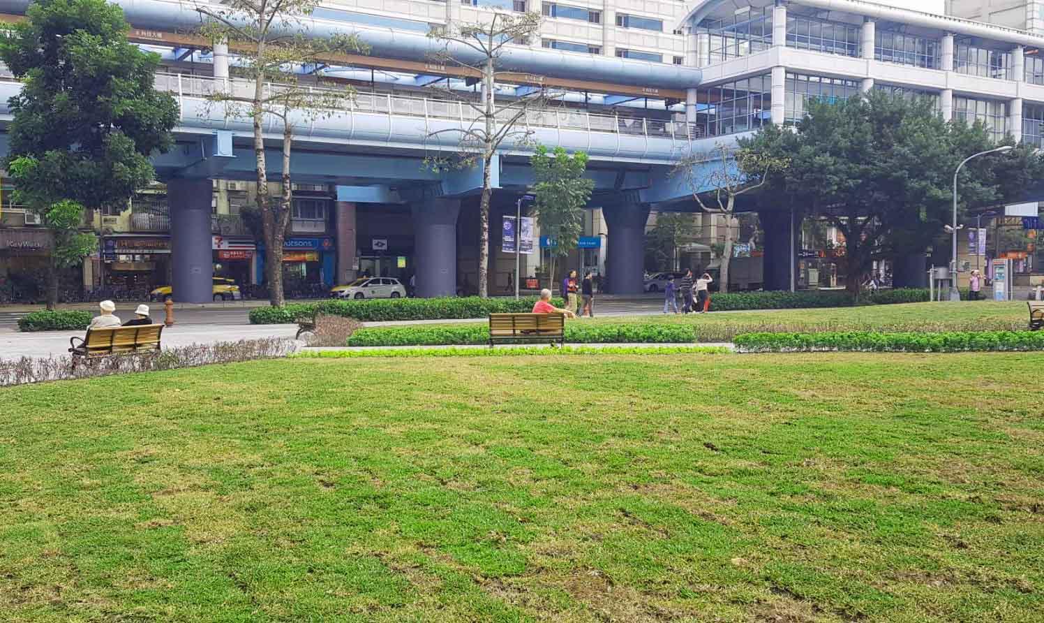 開工前進行綠美化工程,讓閒置20年的空間變綠地。