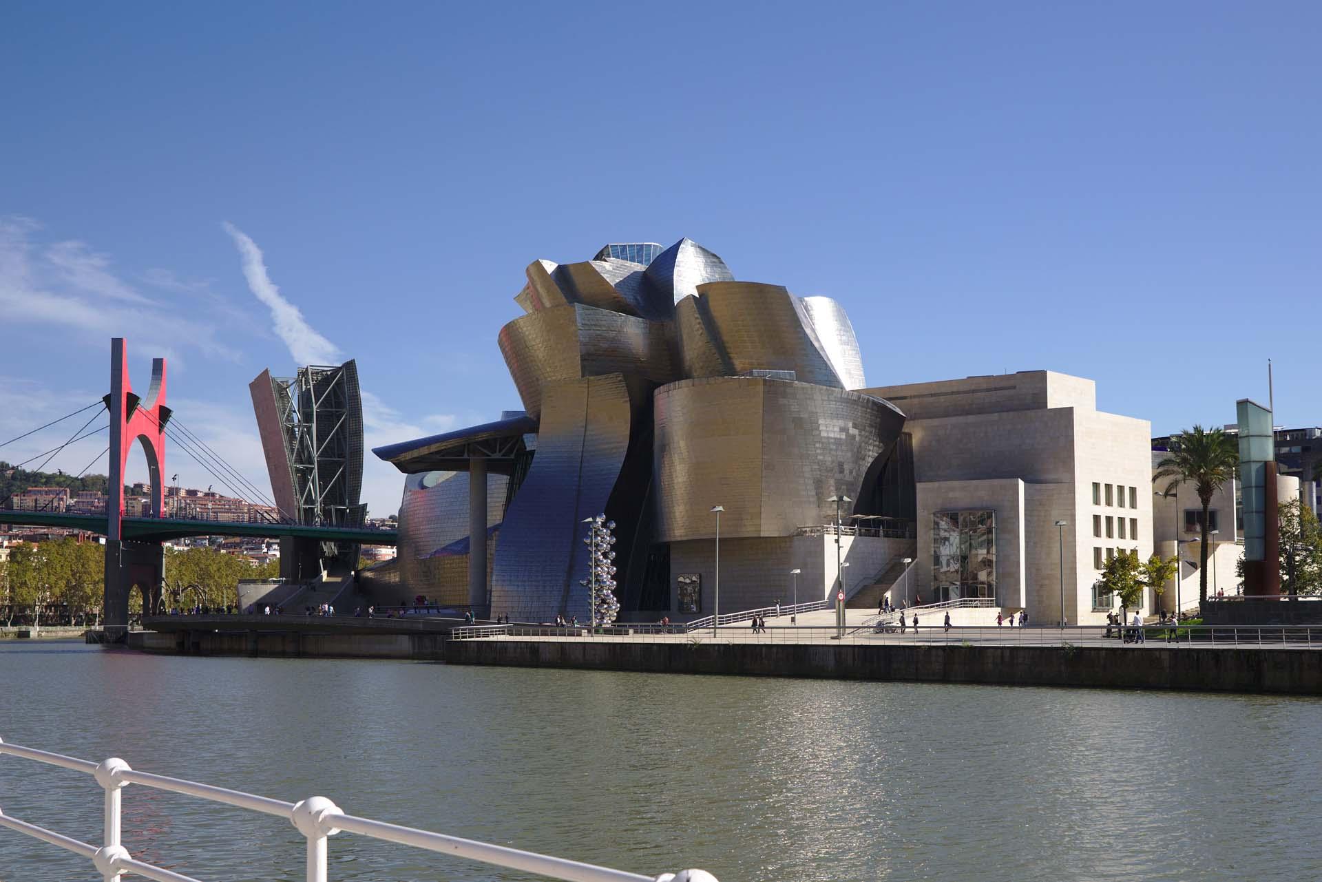 西班牙畢爾包古根漢美術館(Guggenheim Museum Bilbao)