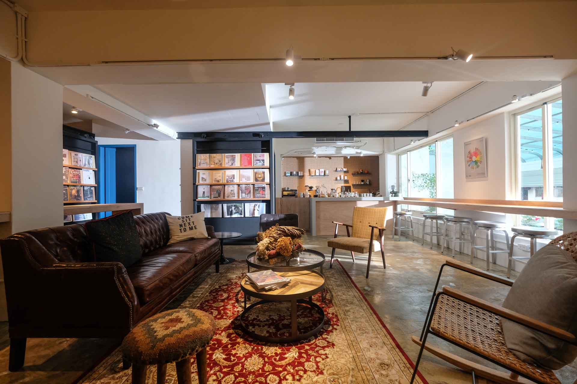 全台首創的室內材料圖書館,提供設計師近距離接觸材料元素,激盪創意。添設咖啡點心,除了設計師會員外,同時也開放一般民眾。