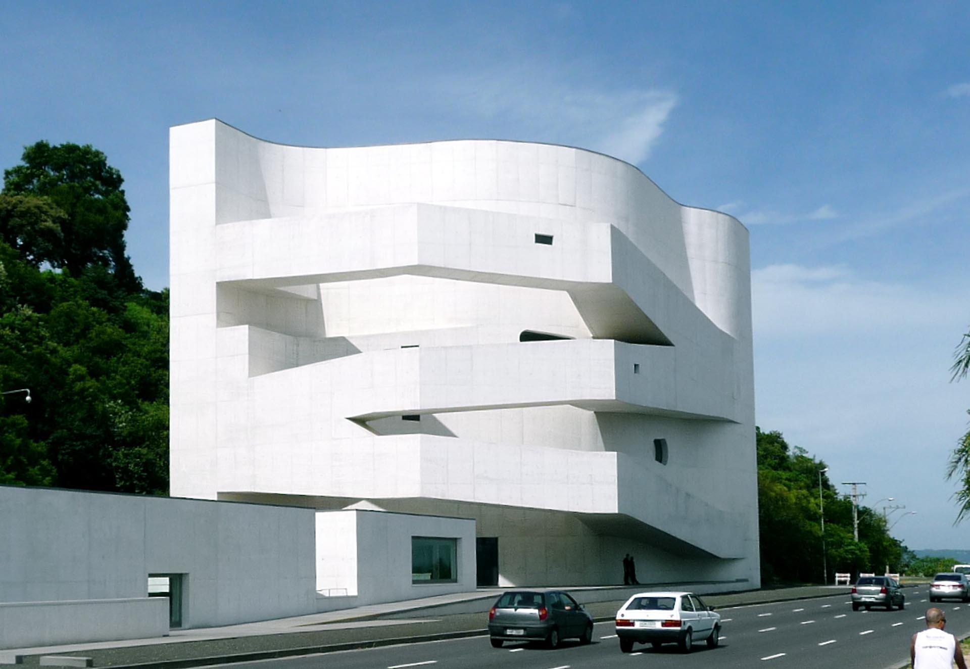 「伊伯爾卡馬戈基金會」(Ibere Camargo Museum),圖片來源: Wikipedia