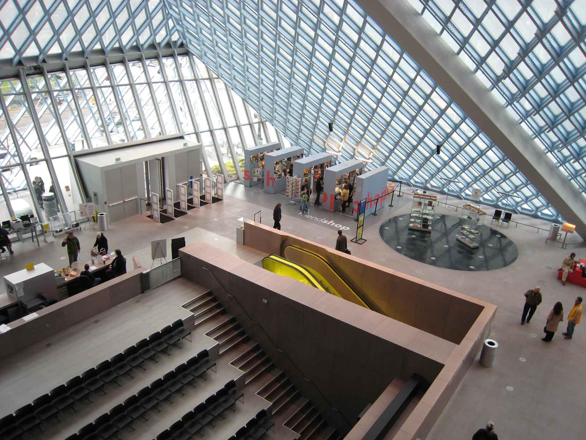 西雅圖中央圖書館主要由玻璃和鋼鐵構築而成,是著名的解構主義建築。