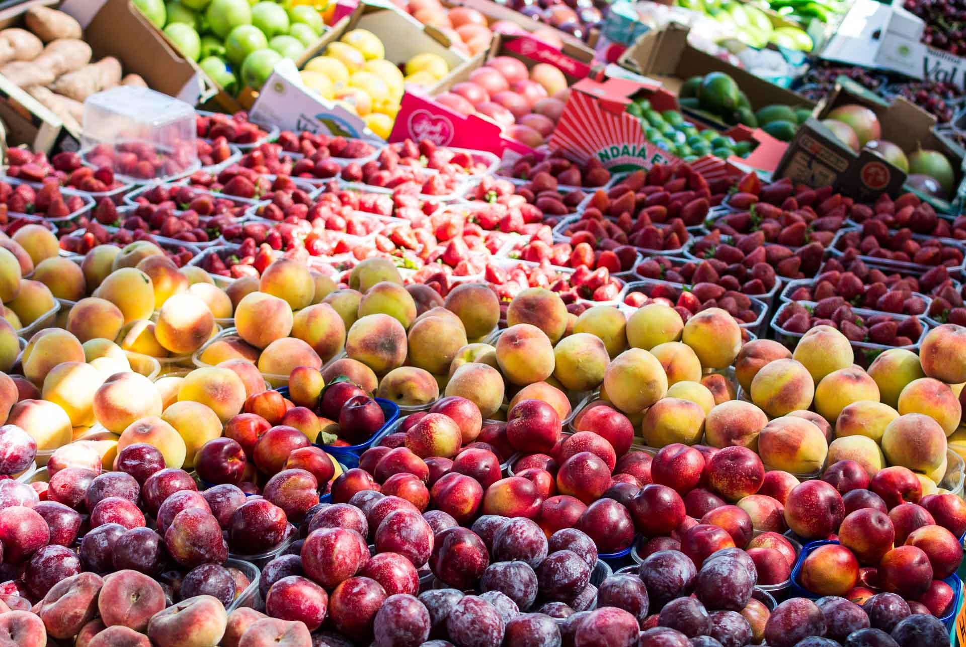 foodiesfeed.com_local-summer-fruit-market