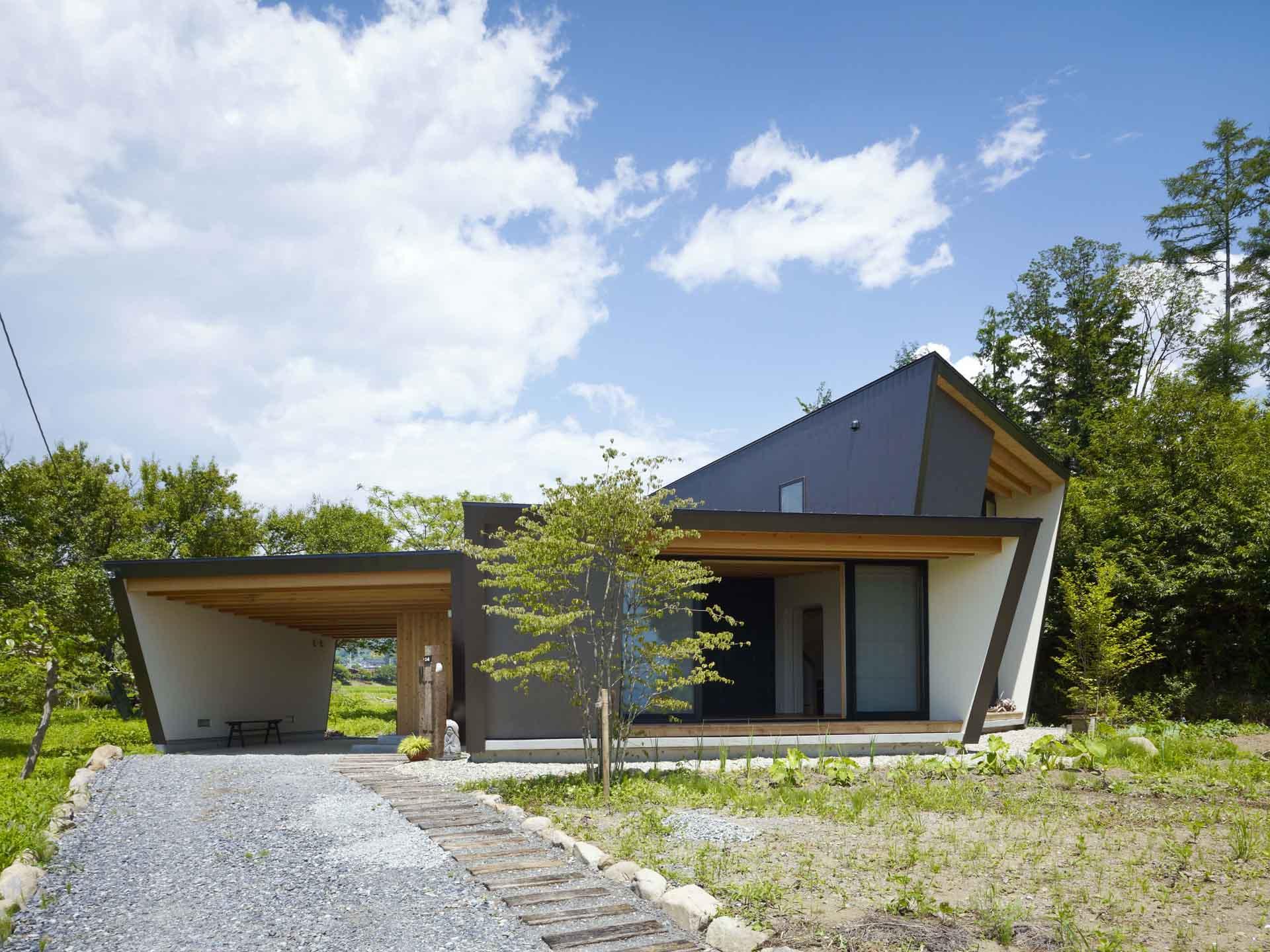造型特殊的八岳別墅,是針對銀髮返鄉族設計的農舍。圖/MDS事務所(攝影Toshiyuki Yano)